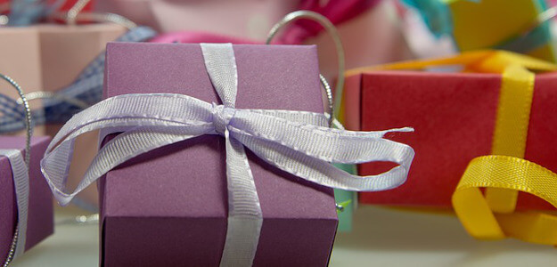 "Featured image for ""5 Ways to Pay for Holiday Gift Giving"""
